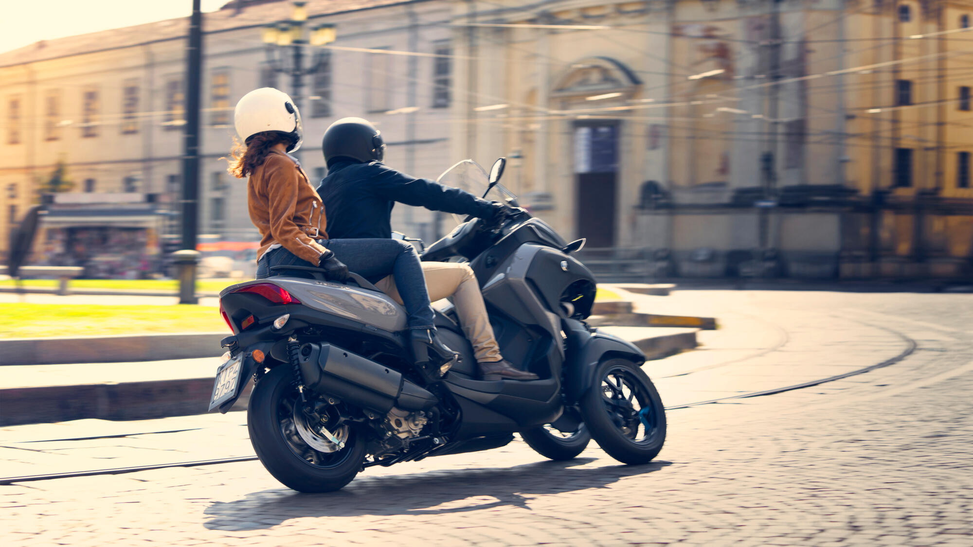 2020-Yamaha-Tricity-300-scooter-Icon_Grey-colour-turning-with-passenger